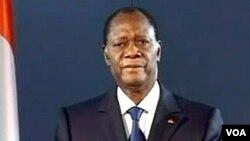 Presiden terpilih Alassane Ouattara memberikan pidato lewat televisi di Abidjan.