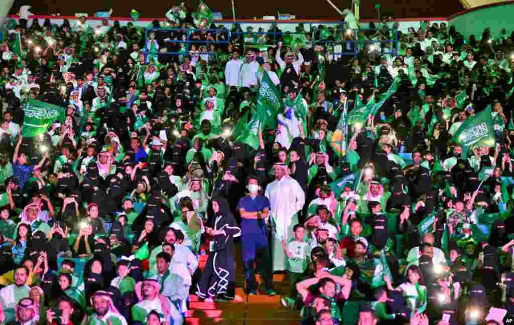 در ماه جنوری ۲۰۱۸، برای اولین بار زنان و مردان سعودی از روز ملی شان در استدیوم شاهی ملک فهد تجلیل کردند.