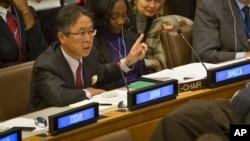 18일 열린 유엔총회 제3위원회 전체회의에서 일본 대표가 북한인권 결의안에 대한 제안 설명을 하고 있다.