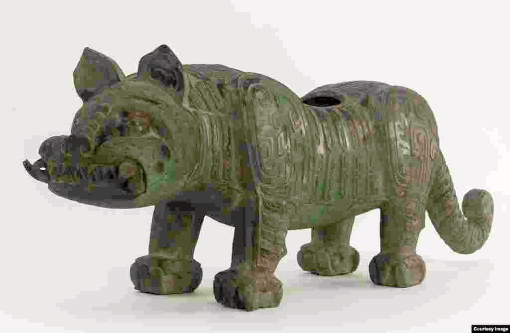 Fitting in the form of a tiger, bronze metalwork, vessel, Baoji, Shaanxi province, China, Western Zhou dynasty (ca. 1050 - 771 B.C.E.).