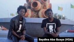 Papa El Hadj Mandiaye Gningue, 20 ans, étudiant en architecture et Alioune Badara Mbengue, 19 ans étudiant en multimédia, communication digitale et e-business ont créé une poubelle intelligente, Dakar, Sénégal, 14 décembre 2017. (VOA/ Seydina Aba Gueye)