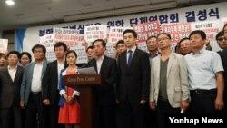 19일 오후 서울 중구 프레스센터에서 열린 '북한인권법 실천을 위한 단체 연합' 발대식에서 김성민 자유북한방송 대표가 성명서를 발표하고 있다.