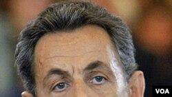 Presiden Perancis Nicolas Sarkozy menyingkirkan para politisi berhaluan tengah dan kiri yang liberal.
