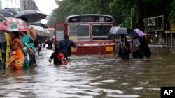 شدید بارشوں کے بعد ممبئی کی ایک سٹرک کا منظر، فائل فوٹو