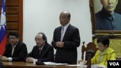 苏贞昌立院党团会上做动员(右2 美国之音申华拍摄)