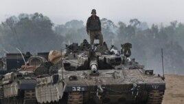 Israel đứng trước một chọn lựa giữa việc tiếp tục các cuộc không kích và một cuộc đổ bộ để 'xóa sạch' Hamas.