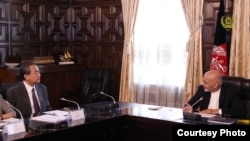 中國外交部長王毅在喀布爾同阿富汗總統加尼商談(2017年6月24日,阿富汗總統府圖片)