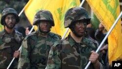 Para pejuang Hizbullah melakukan pawai di kota Nabatiyeh, Lebanon selatan (foto: dok).
