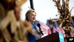 La campaña de Hillary Clinton considera extraordinario que el anuncio del FBI se realice a solo 11 días de las elecciones presidenciales.