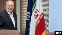 وزیر صنعت، معدن و تجارت ایران در بخشنامه خود به دستور رهبر جمهوری اسلامی اشاره کرده است.