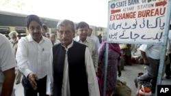 Bộ trưởng Ðường sắt Ấn Ðộ Haji Ghulam Ahmad Bilour tuyên bố gia đình của các nạn nhân sẽ được đền bù