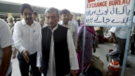 Pakistan's Railway Minister Haji Ghulam Ahmad Bilour, center, arrives at the Attari railway station on the Samjhauta Express train near Amritsar, India, May 19, 2011.