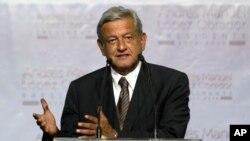 دارالحکومت میکسیکو سٹی کے سابق میئر آندریس منوئل لوپیز اوبراڈور جو صدارتی انتخاب میں دوسرے نمبر پر رہے