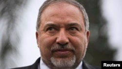 以色列極右國家主義政客阿維格多·利伯曼星期一宣誓就任國防部長。