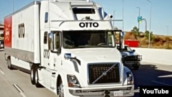 Otto's self-driving truck takes a 190-kilometer trip through Colorado to transport a full load of Budweiser beer. The trip marked the world's first driverless delivery of goods for a company. (Otto/YouTube)