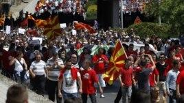 Maqedoni: Mijëra protestues kërkojnë dorëheqjne e Gruevskit