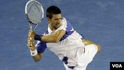 El serbio Novak Djokovic se ha convertido ahora en el favorito para ganar el abierto de Australia, en cuya final enfrentará a Andy Murray.