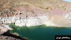 تصویری از کاهش آب یک سد در ایران بر اثر خشکسالی