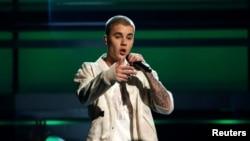 Top 5 Billboard: Justin Bieber trong 2 bản hit được yêu thích nhất