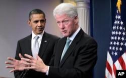 Predsjednik Barack Obama i bivši predsjednik Bill Clinton u Bijeloj kući 10. prosinca