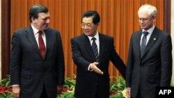 Kina premton ndihmë për euron