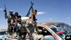 反卡扎菲部队进入班尼瓦里镇