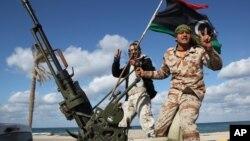Milisi Libya yang menguasai ladang-ladang minyak menuntut pemerintahan otonomi (foto: dok).