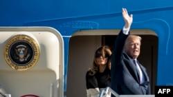 Le président américain Donald Trump, et sa femme Melania, à Yokota, au Japon, le 5 novembre 2017.