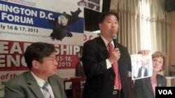 지난 31일 워싱턴 인근 애난데일에서 열린 KCC 기자회견에서 샘 김 사무총장(가운데)이 발언하고 있다.