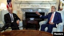 جان کیری سعوی وزیر خارجہ سے واشنگٹن میں ملاقات کے دوران۔ 16 جولائی 2015