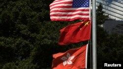 資料照:2013年6月27日美國、中國和香港旗幟在香港分域碼頭飄揚。