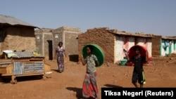 File: Eritrean refugee children walk within Mai-Aini refugee camp near the Eritrean boarder in the Tigrai region in Ethiopia February 10, 2016.