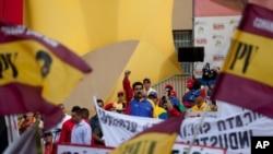 Según los entrevistados se debe acabar con la división que existe entre los mismo venezolanos para acabar con la crisis. Ellos consideran que la propaganda del gobierno de Nicolás Maduro solo genera odio.