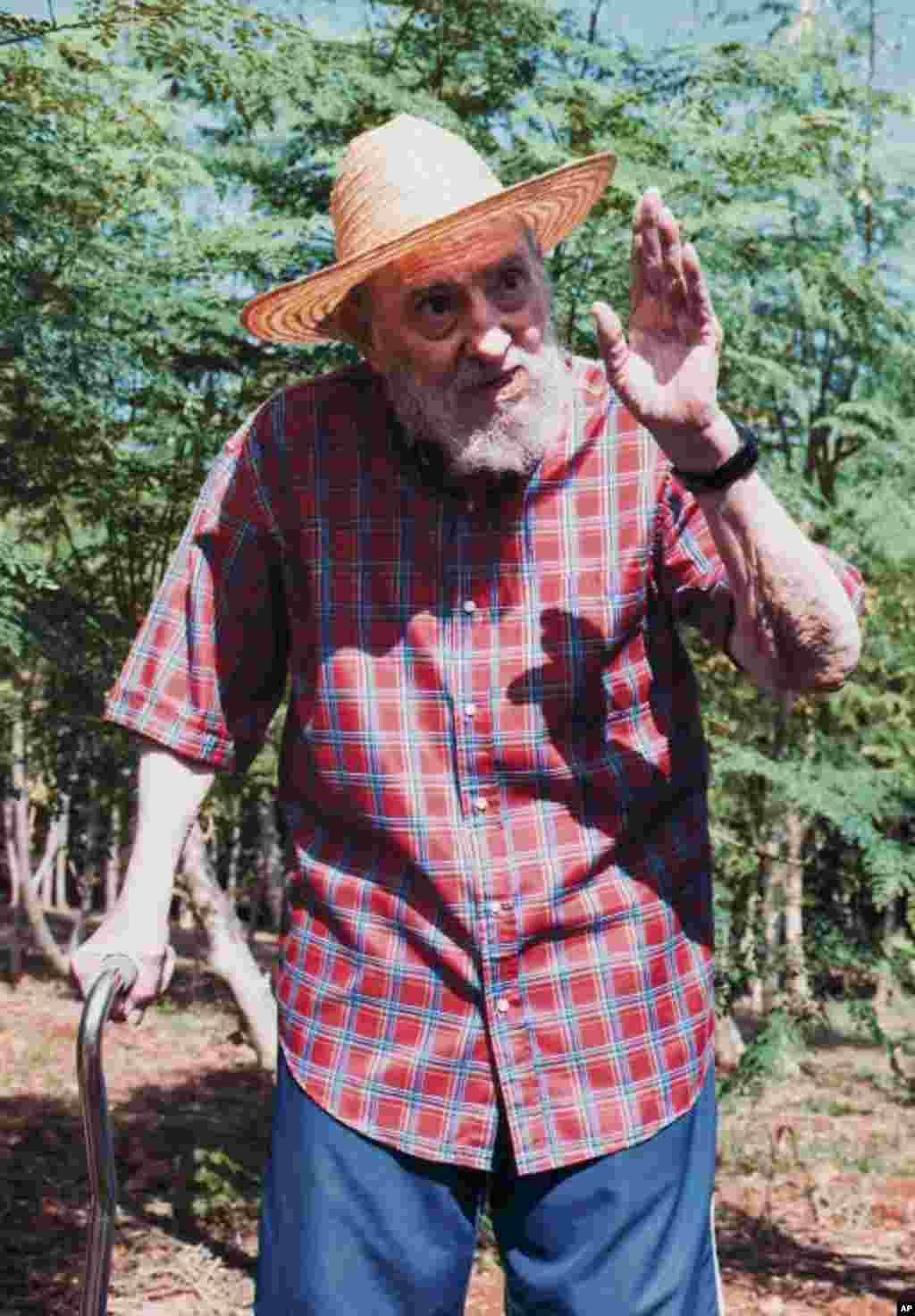 Castro afirma que dejó de escribir porque hay temas más importantes para Cuba que sus propias reflexiones.