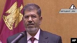 Egipatski predsednik Mohamed Morsi govori nakon polaganja zakletve u Ustavnom sudu