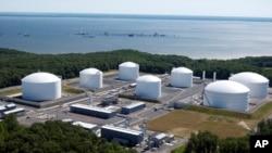 Tangki Gas Alam Cair (LNG) di terminal LNG Cove Point, Calvert County, Maryland, 1 Juli 2010. (Foto: Dominion Resources)