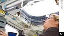 宇航员为周一太空行走作准备