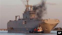El primer buque de asalto, llamado Vladivostok, sería entregado a Rusia en octubre próximo.
