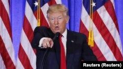پرزیدنت ترامپ بارها بعضی رسانه ها را به پخش اخبار جعلی متهم و آنها را دشمن مردم آمریکا خواند.