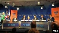 """美國智庫伍德羅•威爾遜國際學者中心11月15日舉行名為""""世界對於美國新任總統有何期待""""的討論會(美國之音喬棧拍攝)。"""