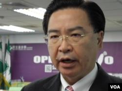 民进党驻美代表吴钊燮 (美国之音申华拍摄)