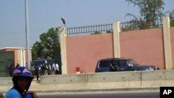 Portão principal da prisão de Viana