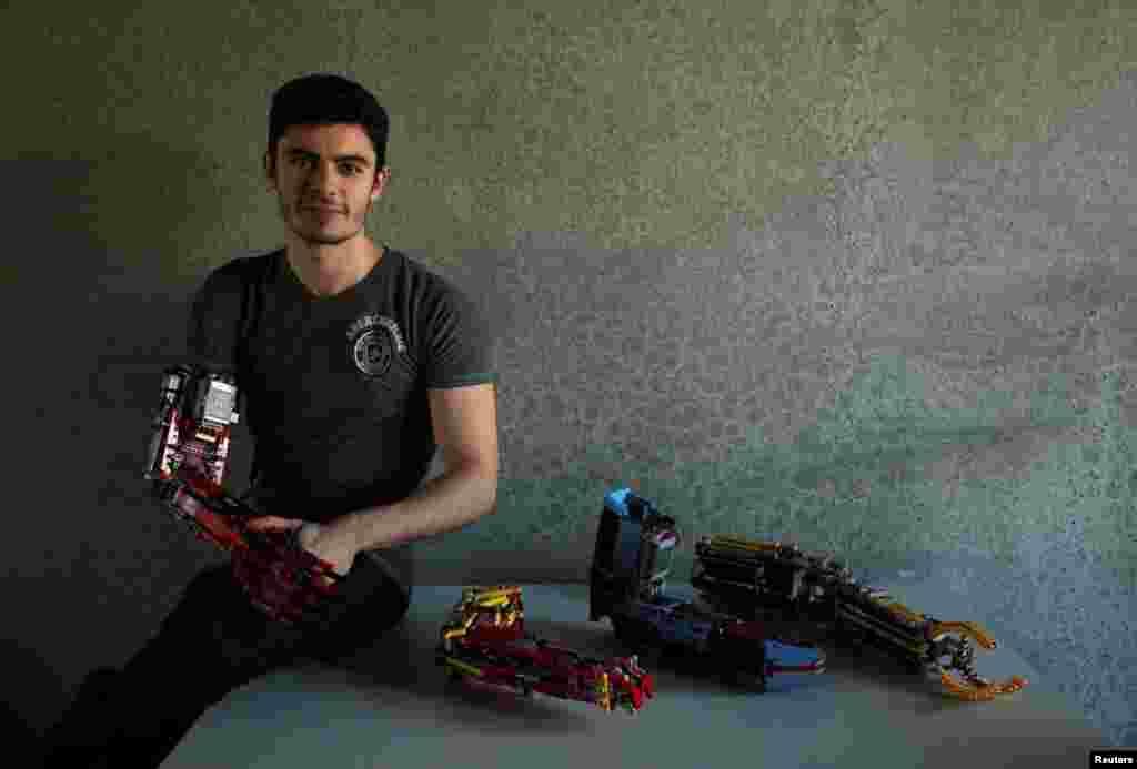 دیوید آگیولر، جوان ۱۹ ساله ای که با استفاده از قطعات لیگو برای خودش دستهای مصنوعی ساخته است