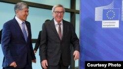 Qirg'iziston rahbari Almazbek Atambayev Yevropa Komissiyasi raisi Jan Klod Yunker bilan, Bryussel, 16-fevral, 2017