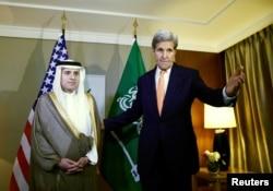 Ngoại trưởng Hoa Kỳ John Kerry nói chuyện với Ngoại trưởng Ả Rập Xê Út Adel al-Jubeir trong một cuộc họp về Syria tại Geneva, Thụy Sĩ, ngày 2/5/2016.