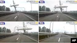 Một loạt các hình ảnh chụp từ video của TVBS cho thấy chiếc máy bay đâm vào một cây cầu trước khi rơi xuống sông, ngày 4/2/2015.