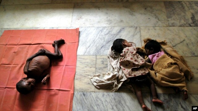 HIV-positive Arun, 3, left, HIV positive-Gopika, 2, center, and reportedly HIV-positive Subiksha, 4 months old, lie at the Community Health Education Society orphanage in Chennai, India. (file photo)