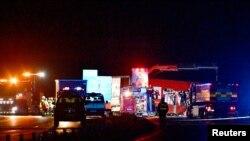 Mjesto sudara automobila i kamiona u kojem je troje ljudi poginulo, uključujući i švedskog umjetnika Larsa Vilkisa, nedaleko od grada Markarid u Švedskoj, 3. oktobar 2021.
