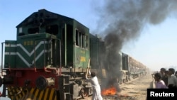 Supporters of Pakistan's assassinated opposition leader Benazir Bhutto attack a passenger train near Naudero, 550 km (344 miles) from Karachi December 28, 2007. Bhutto's body arrived in her family village for burial on Friday, hours after her assassinatio