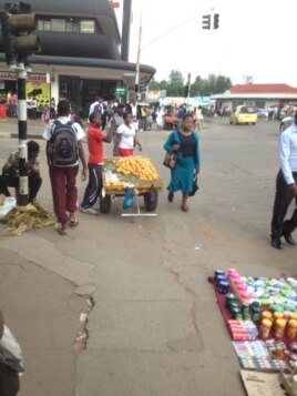 Illegal street vendors have started flocking to the Harare central business district. (Patricia Mudadigwa)